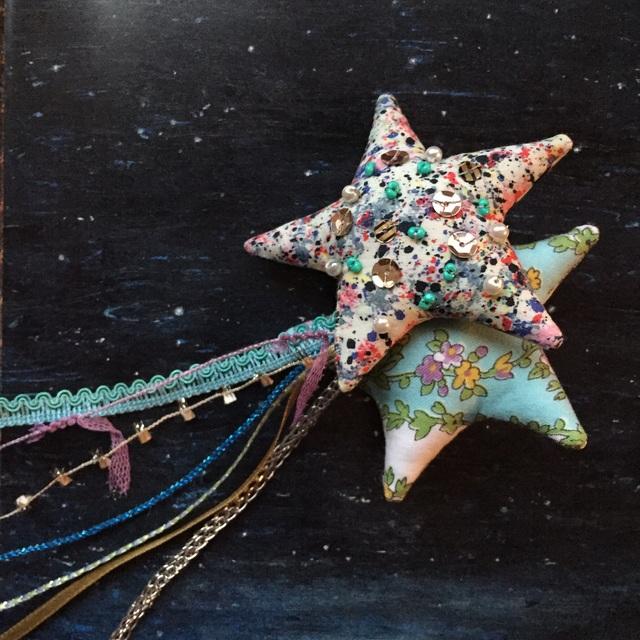 ふたごの流れ星のブローチ ☆champagne