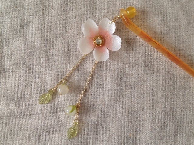 染め花を樹脂加工した桜のかんざし(ホワイト&ピンク)