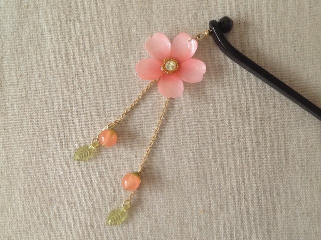 染め花を樹脂加工した桜のかんざし(ピンク)