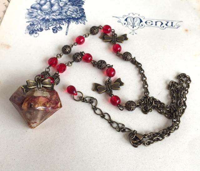 宝石型ペンダント - バラ&リボン