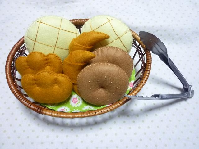 受注製作*再販なし*パン屋さん☆黄緑の木籠☆トング付き