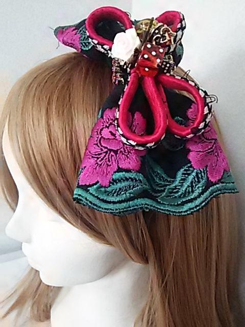 ピンクのお花刺繍リボンの和洋折衷カチューシャ