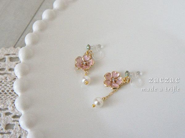 【販売終了】一輪桜の樹脂イヤリング