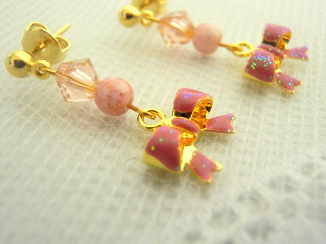 ピンクのリボンピアス