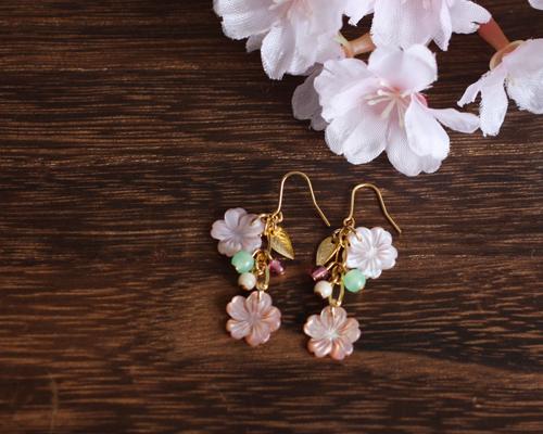 【さくら、咲く】 ピンクシェルの桜2輪のピアス/p421