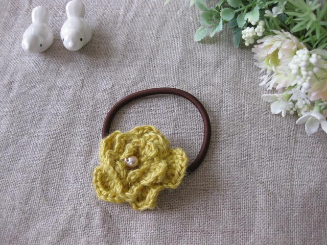 リネンで編んだ山吹色のお花のヘアーゴム