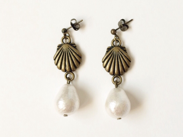 shell earrings (antique gold)