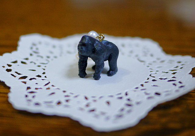 (Sold out)animal片耳ピアス【Gorilla】