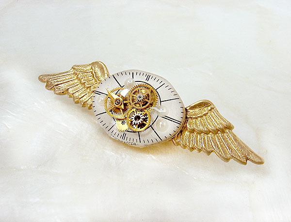 きんいろ羽のブローチ(B)
