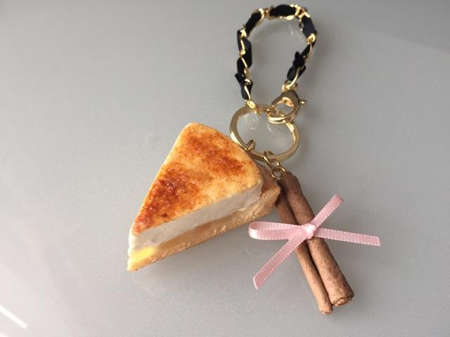 林檎のシブーストのバッグチャーム