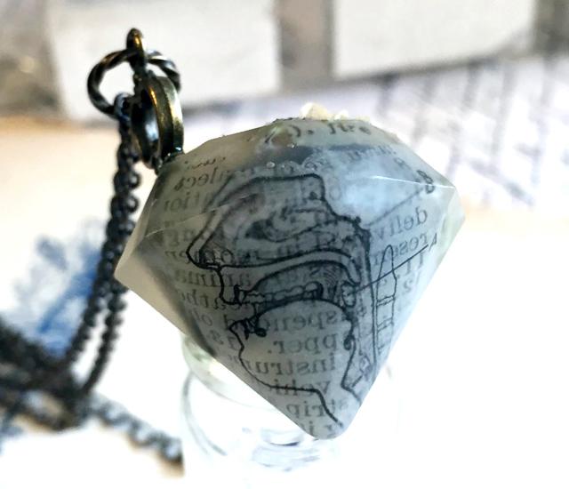 宝石型ペンダント - 人体断面図&鍵