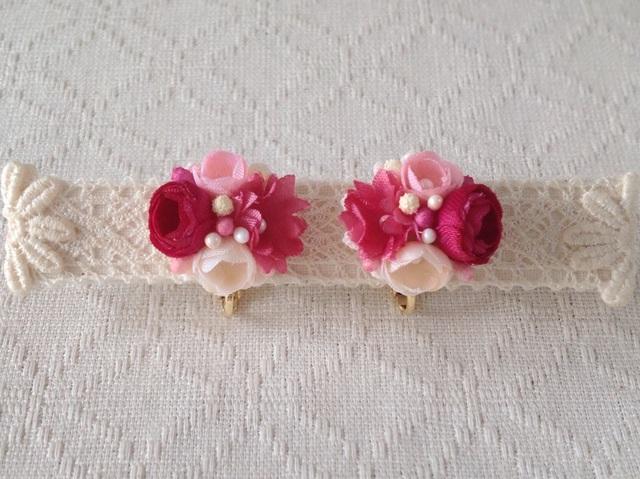 小花のくっつきイヤリング(赤桃&ピンク&オフホワ)