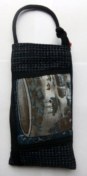 藍と男絣の着物で作ったスマートフォン入れ あ999