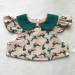 hopping hase dark green collar bib