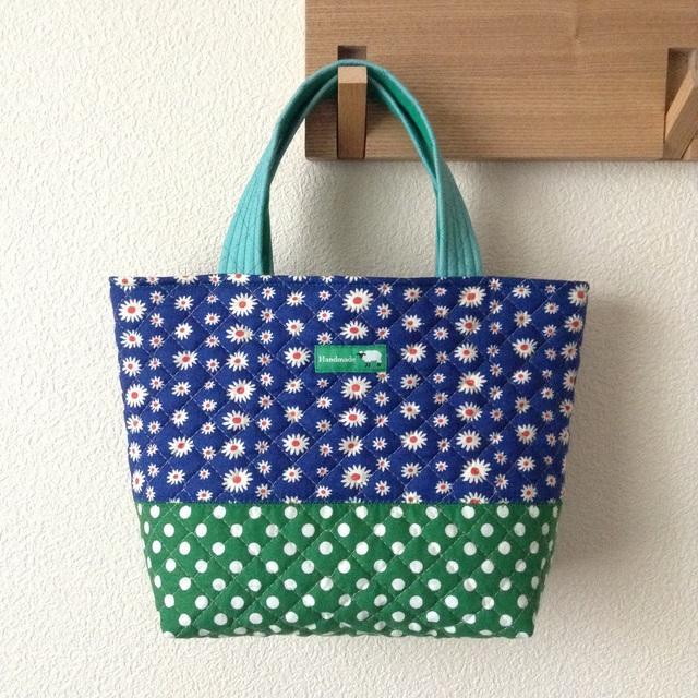 《在庫sale??》キルティングdeトートバッグ #047【レトロ花blue × 水玉green】