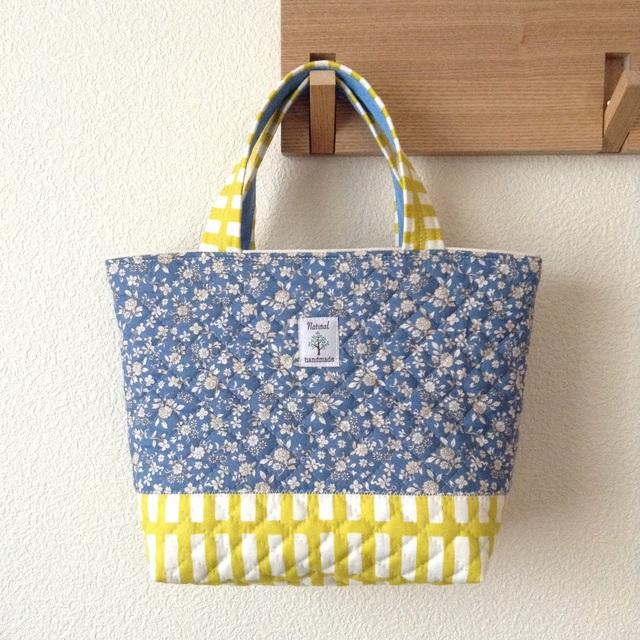 《在庫sale??》キルティングdeトートバッグ #049【花柄blue × 格子yellow】