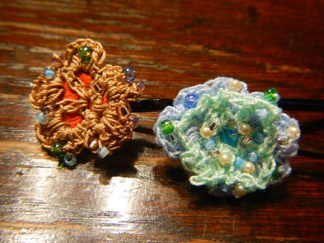 水色小花と 気の早い秋色小花のピン 2本セット