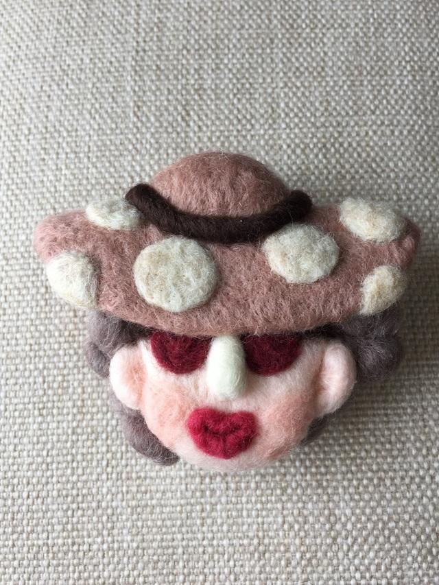 大人ブローチ92(ピンクの帽子)
