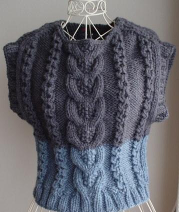 ☆彡チャコールグレーグレー&ブルーグレーの超極太毛糸の手編アラン編みベスト