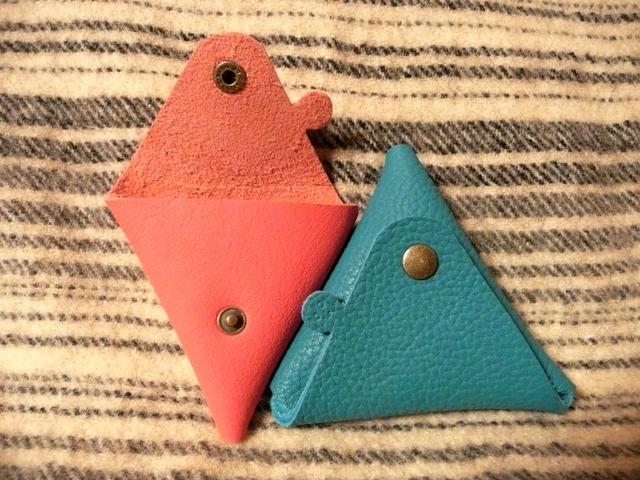 【新作】ちょっと突き出たトリヨンの三角コインケース