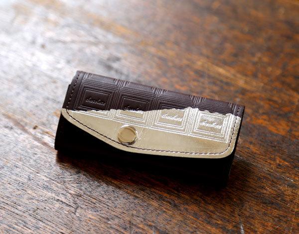 ビターチョコ 革のチョコレート・キーケース(銀の包み紙)