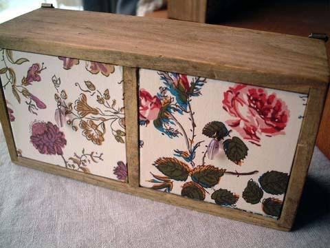 リバティ引き出しつき木製飾り棚Garden