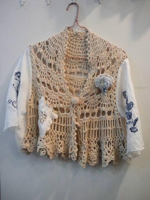 かぎ編みと刺繍袖のフォークロアカーディガン