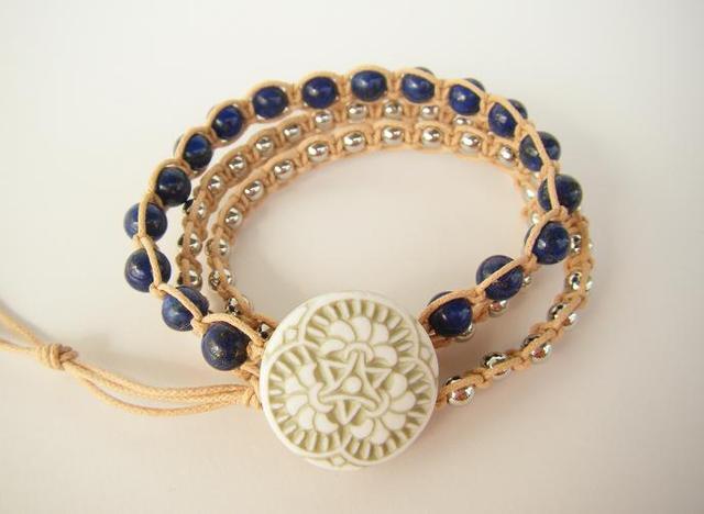 wrap bracelet (green flower, lapis lazuli)