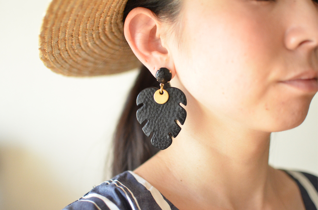 "Monstera 【レザーピアス】 color ""black """