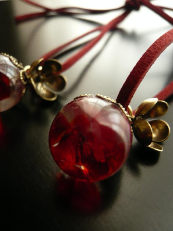 琉球ガラスとレジンのまんまるネックレス【赤金】