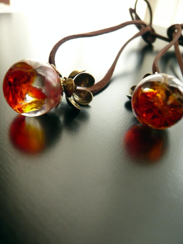 琉球ガラスとレジンのまんまるネックレス【金魚】