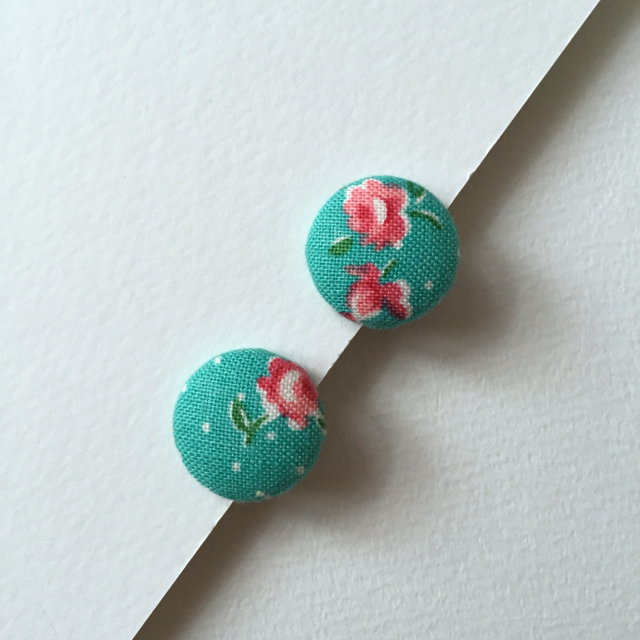 ボタンのイヤリング(お花)