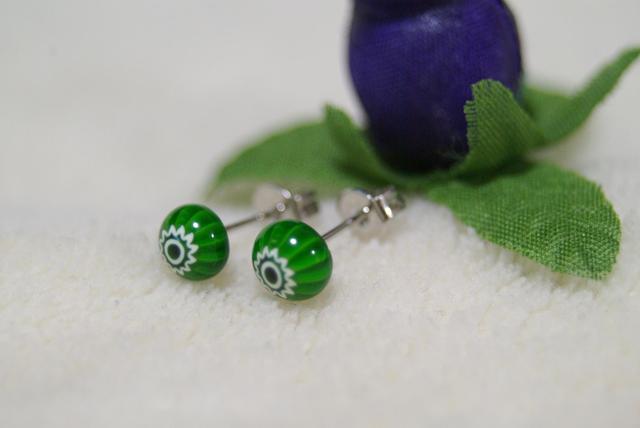 深緑のグリーン ミルフィオリのガラスピアス