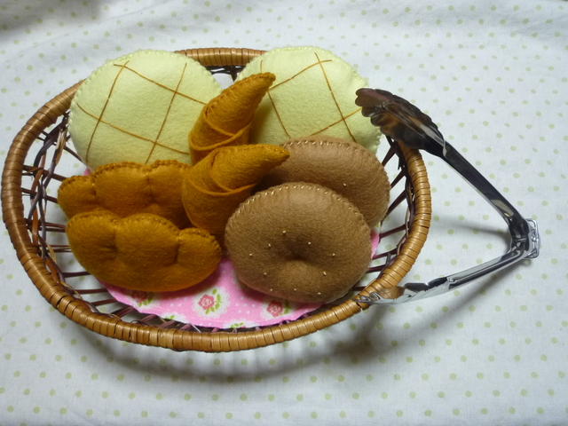 受注製作*再販なし*パン屋さん☆ピンクの木籠☆トング付き