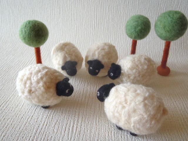 羊毛フェルト 羊たちの相談