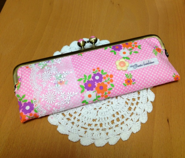 ピンクドットのレトロ花柄*がま口ペンケース