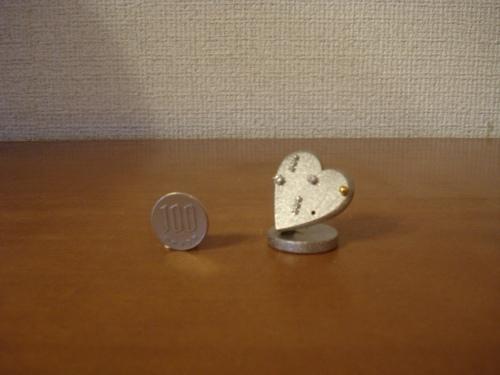 ピアスでハートをデコレーション ミニハートピアススタンド 穴6箇所