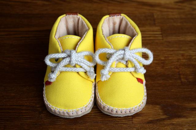 赤ちゃん靴 キイロ