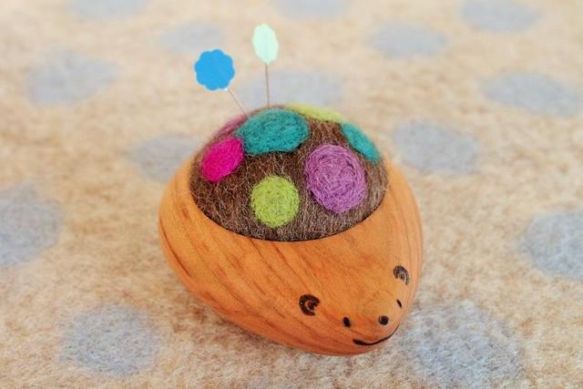 羊毛ピンクッション【針山】 はりねずみくん ふわふわ水玉  紫・青・緑
