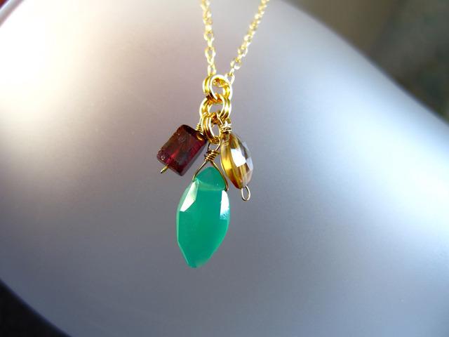 天然石(グリーンオニキス、ガーネット、クォーツ)のネックレス