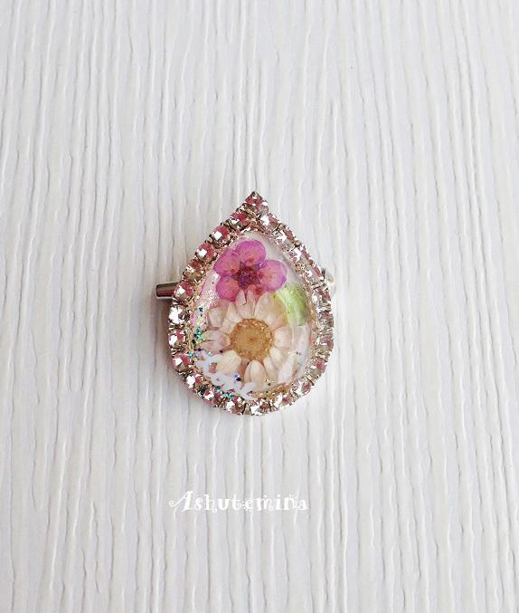 お花のキラキラしずくブローチ(ホワイトピンク系)