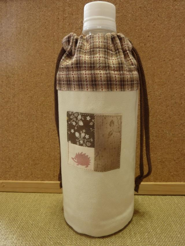 茶色のハリネズミのペットボトルケース