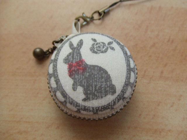 ウサギ&猫(ネコ)/マカロンコインケース4cm(マカロンポーチ)ストラップ付
