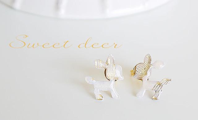 ホワイトゴールド・小鹿のピアス