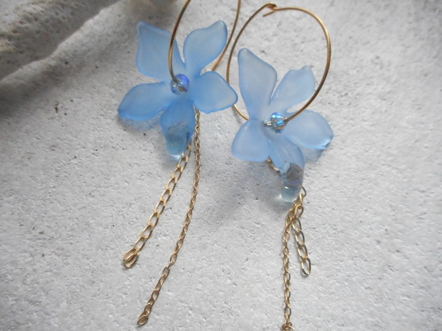 Morning Dew on Blue Flower Hoop