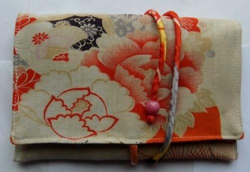 花と鶴の柄の着物で作った和風お財布 067