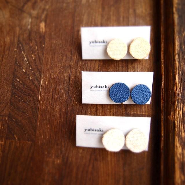 つづれ織り 青のまるイヤリング