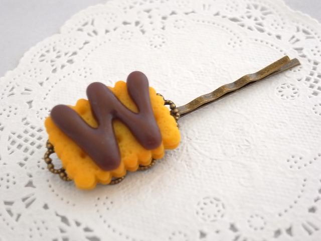 チョコがけクッキーのデコパーツのヘアピン