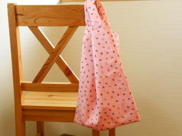 ☆Sale☆カラフルなハート柄のレジ袋風エコバッグ(ピンク・大)