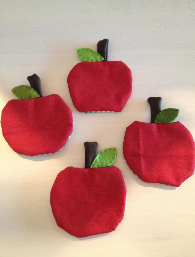 両面使えるりんごのコースター(2枚セット)